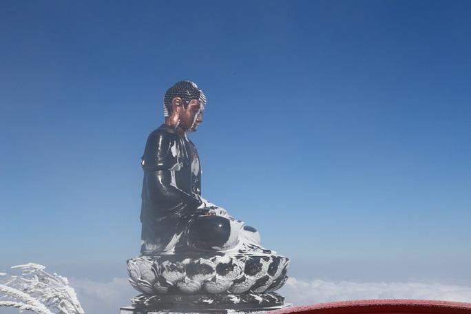 Nhiệt độ xuống -7 độ C, băng tuyết phủ trắng đỉnh Fansipan - Ảnh 22.