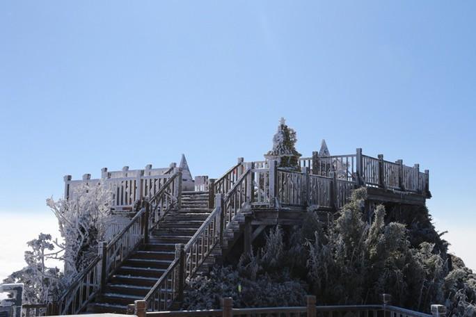 Nhiệt độ xuống -7 độ C, băng tuyết phủ trắng đỉnh Fansipan - Ảnh 25.