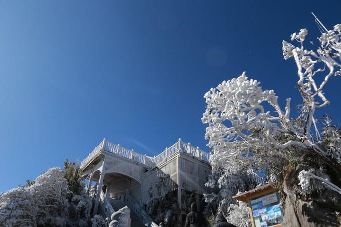 Nhiệt độ xuống -7 độ C, băng tuyết phủ trắng đỉnh Fansipan - Ảnh 28.