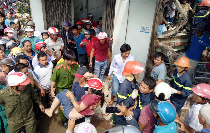 Xe tải mất lái, tông sập 4 nhà dân - Ảnh 3.