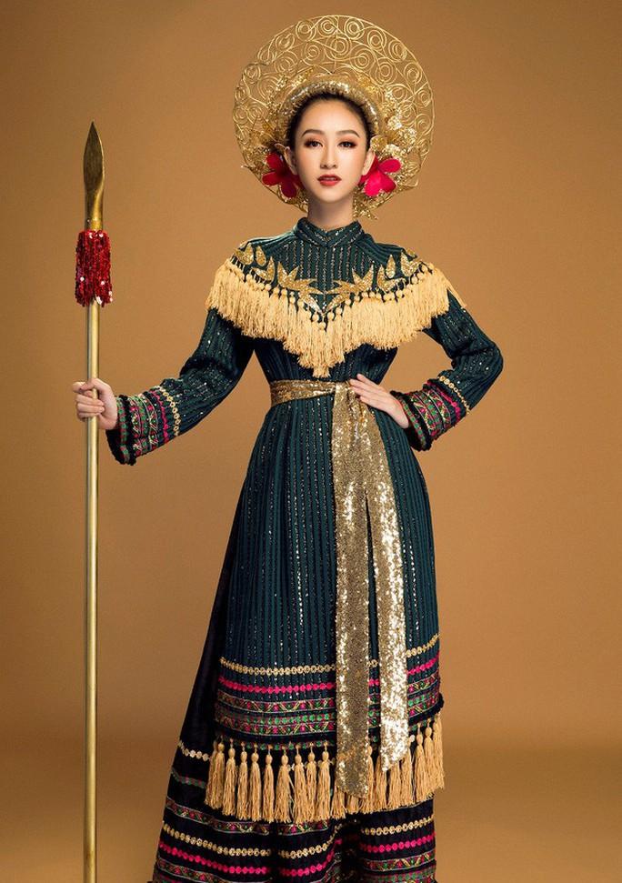 Trang phục dân tộc gây choáng của Thùy Dung ở Hoa hậu quốc tế 2017  - Ảnh 7.