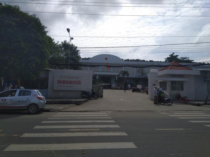 Phú Quốc: Côn đồ xông vào bệnh viện truy sát bệnh nhân - Ảnh 1.
