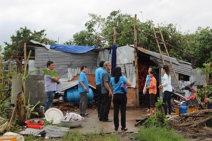 Báo Người Lao Động hỗ trợ công nhân Khánh Hòa tan hoang nhà cửa sau bão - Ảnh 7.