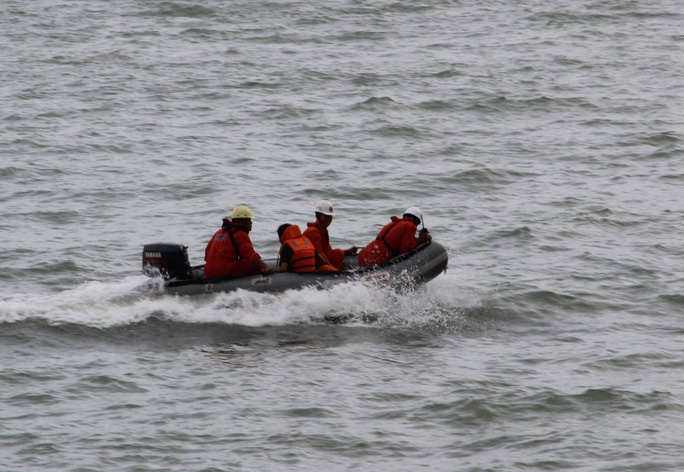 Diễn tập cứu nạn tàu khách cháy khiến 2 người bỏng nặng, 3 người trôi dạt - Ảnh 5.
