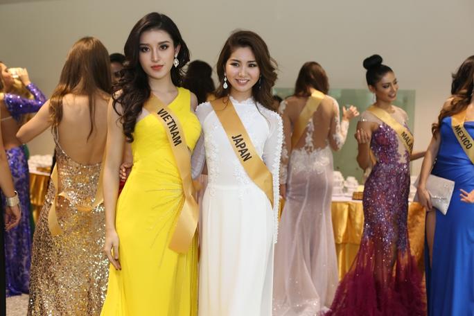 Màn chào sân ấn tượng của các thí sinh Miss Grand International 2017 - Ảnh 1.
