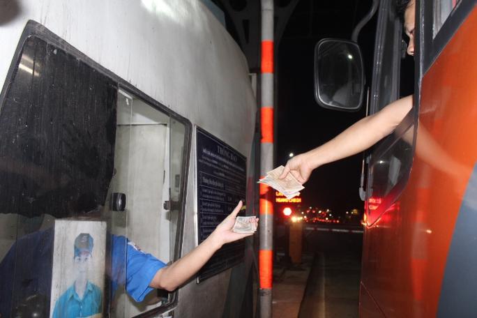 BOT tuyến tránh Biên Hòa lại rối loạn trong chiều tối vì tiền lẻ - Ảnh 2.