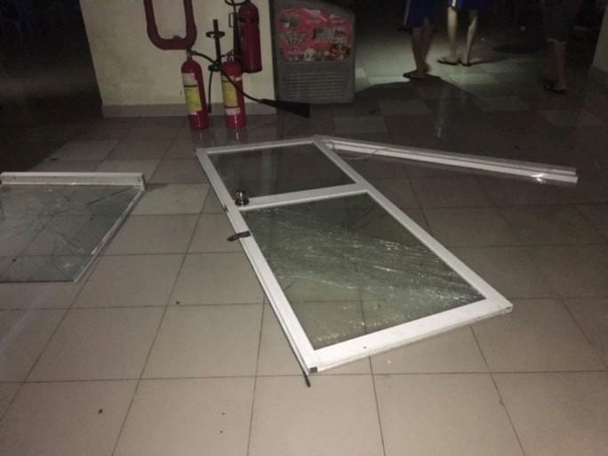 Bão số 14 gây mưa to gió lớn ở TP HCM - Ảnh 8.