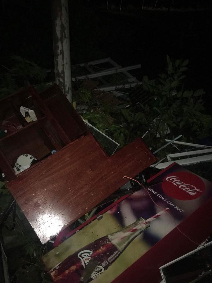 Bão số 14 gây mưa to gió lớn ở TP HCM - Ảnh 7.
