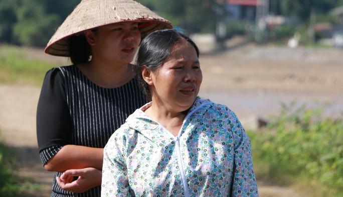 Nhói lòng mẹ mỏi mòn đi dọc suối gọi tên con gái và cháu ngoại - Ảnh 2.
