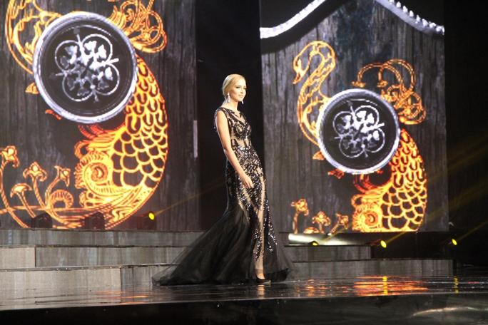 Huyền My nóng bỏng tại đêm sơ kết Hoa hậu Hòa bình Thế giới - Ảnh 13.