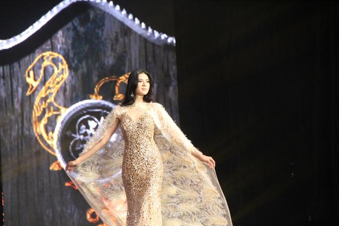 Huyền My nóng bỏng tại đêm sơ kết Hoa hậu Hòa bình Thế giới - Ảnh 11.
