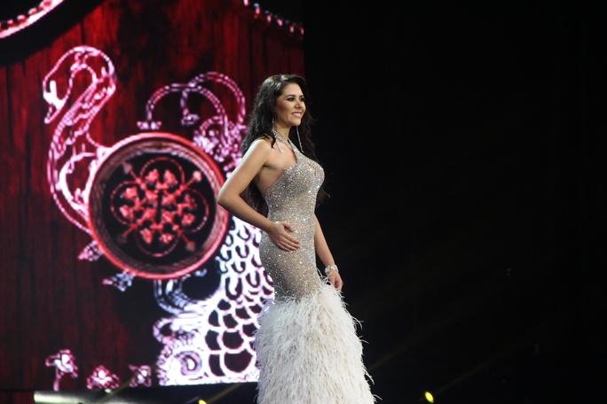 Huyền My nóng bỏng tại đêm sơ kết Hoa hậu Hòa bình Thế giới - Ảnh 16.