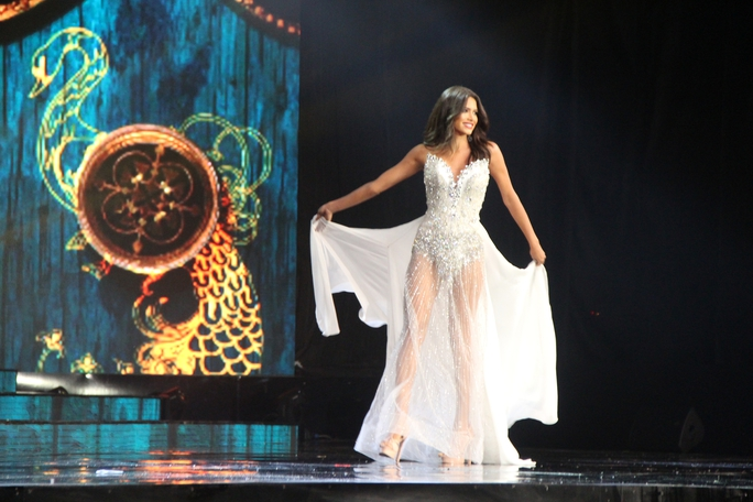 Huyền My nóng bỏng tại đêm sơ kết Hoa hậu Hòa bình Thế giới - Ảnh 19.