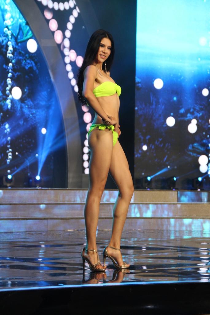 Huyền My nóng bỏng tại đêm sơ kết Hoa hậu Hòa bình Thế giới - Ảnh 4.