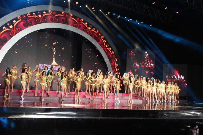Huyền My nóng bỏng tại đêm sơ kết Hoa hậu Hòa bình Thế giới - Ảnh 9.