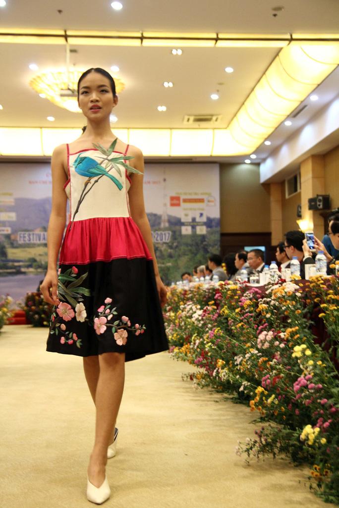 Mãn nhãn với Tơ lụa Bảo Lộc trong Festival hoa Đà Lạt 2017 - Ảnh 8.