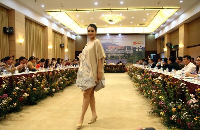 Mãn nhãn với Tơ lụa Bảo Lộc trong Festival hoa Đà Lạt 2017 - Ảnh 1.