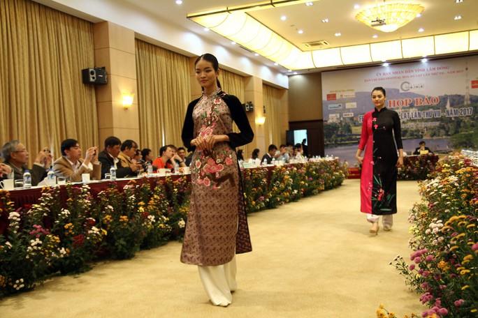 Mãn nhãn với Tơ lụa Bảo Lộc trong Festival hoa Đà Lạt 2017 - Ảnh 4.