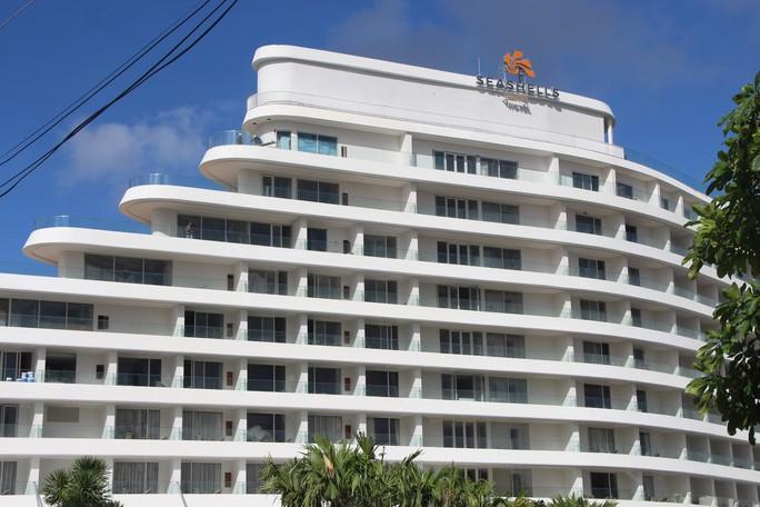 """VIDEO: Đang đo đạc để """"cắt ngọn"""" khách sạn 5 sao ở Phú Quốc - Ảnh 3."""