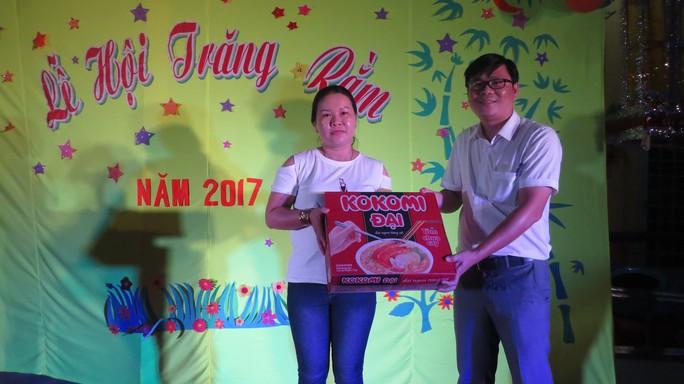 Báo Người Lao Động tặng quà trung thu cho HS nghèo ở Đồng Tháp - Ảnh 7.