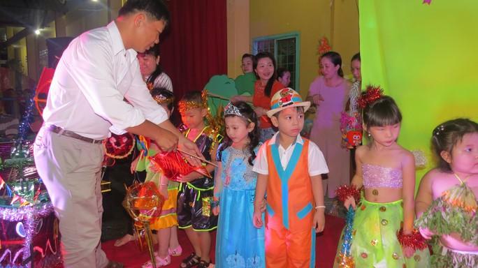 Báo Người Lao Động tặng quà trung thu cho HS nghèo ở Đồng Tháp - Ảnh 5.