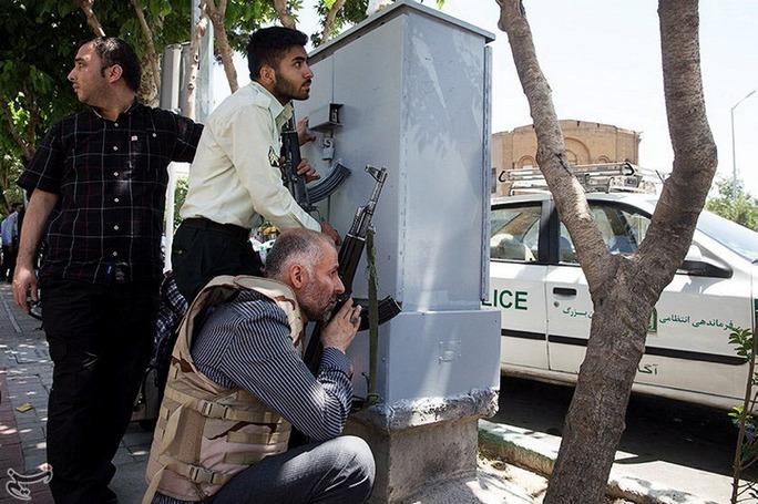 Phía sau vụ khủng bố ở Iran - Ảnh 1.