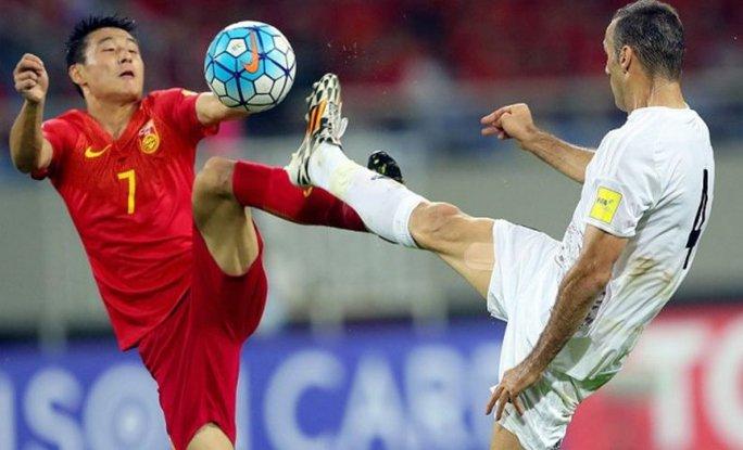 Tuyển Trung Quốc (áo đỏ) mất cơ hội giành vé VCK World Cup 2018 sau khi để thua Iran