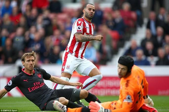 Arsenal thất thủ trước Stoke vì vừa xui vừa lãng phí - Ảnh 4.