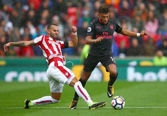 Arsenal thất thủ trước Stoke vì vừa xui vừa lãng phí - Ảnh 2.