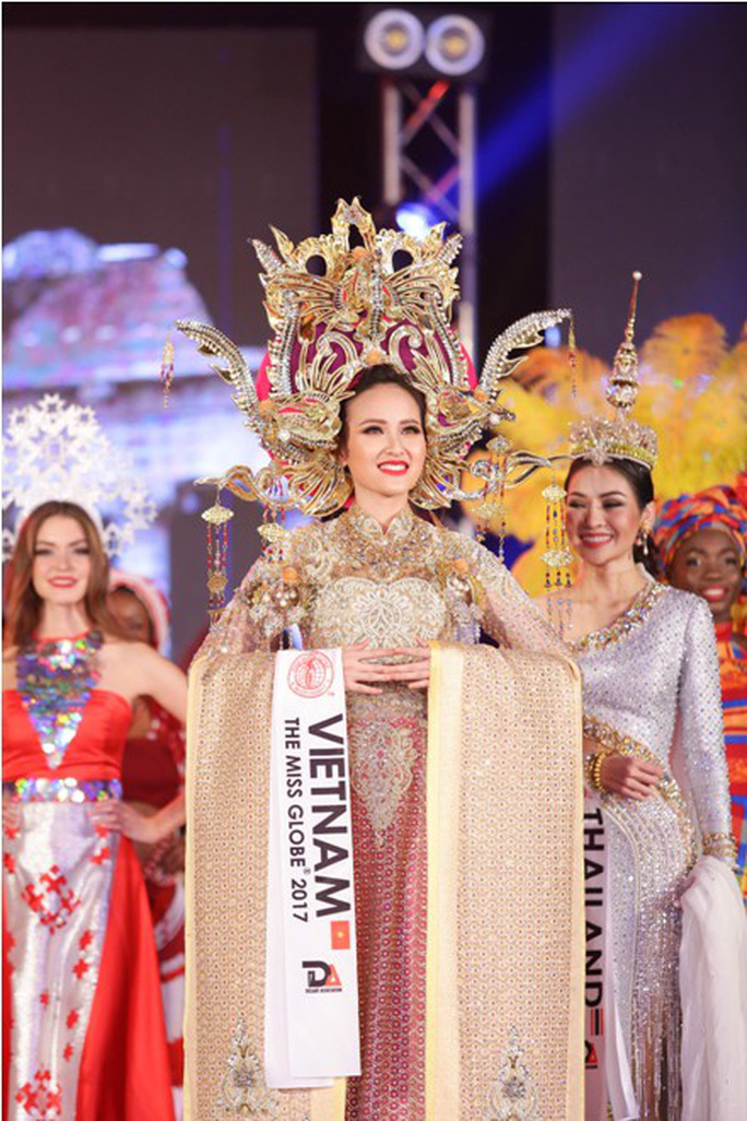 Trang phục dân tộc gây choáng của Thùy Dung ở Hoa hậu quốc tế 2017  - Ảnh 8.