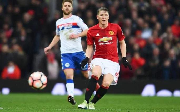 Với lịch thi đấu quá dày, Mourinho buộc phải tung siêu dự bị Bastian Schweinsteiger trong trận gặp Wigan