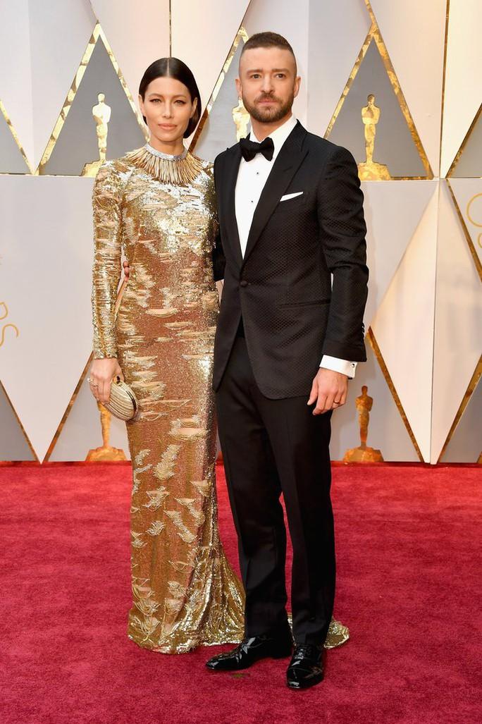 Cặp đôi Justin Timberlake và Jessica Biel khiến người khác phải ngoái nhìn