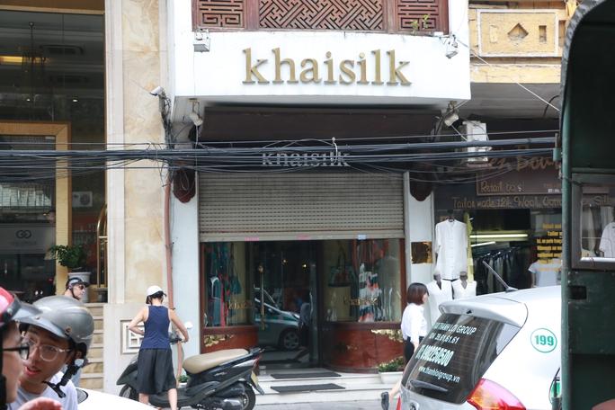 Kiểm tra đột xuất cửa hàng Khaisilk: Có dấu hiệu gian lận thương mại - Ảnh 1.