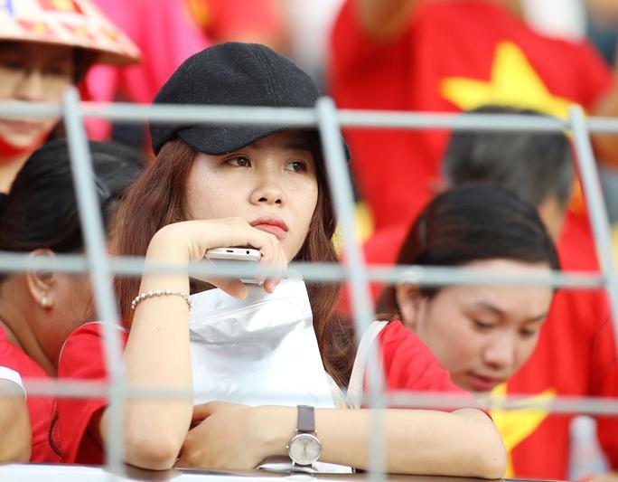 Chùm ảnh: Nước mắt Việt Nam tại Selayang sau trận thua của U22! - Ảnh 11.
