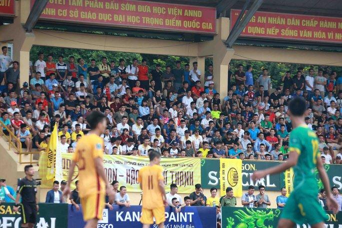 V-League xa cách, khán giả đìu hiu - Ảnh 1.