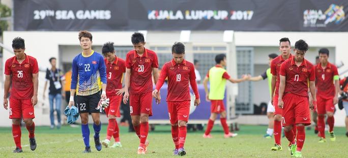 Chùm ảnh: Nước mắt Việt Nam tại Selayang sau trận thua của U22! - Ảnh 13.