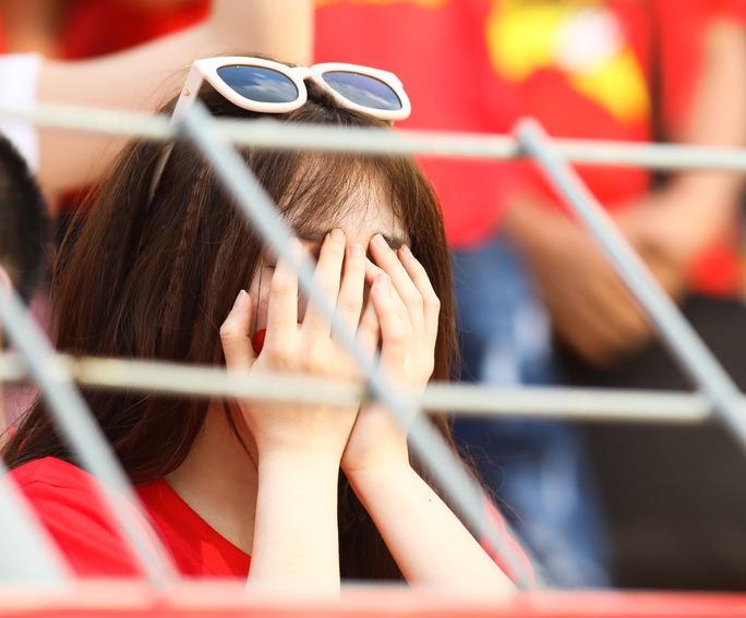 Chùm ảnh: Nước mắt Việt Nam tại Selayang sau trận thua của U22! - Ảnh 10.