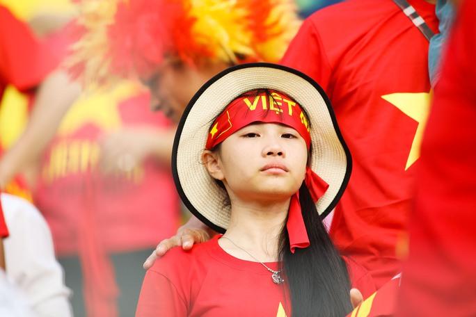 Chùm ảnh: Nước mắt Việt Nam tại Selayang sau trận thua của U22! - Ảnh 8.