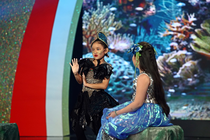 Ngạc nhiên cô bé 5 tuổi nhảy điệu Hawaii trong Tiếu lâm tứ trụ nhí - Ảnh 3.