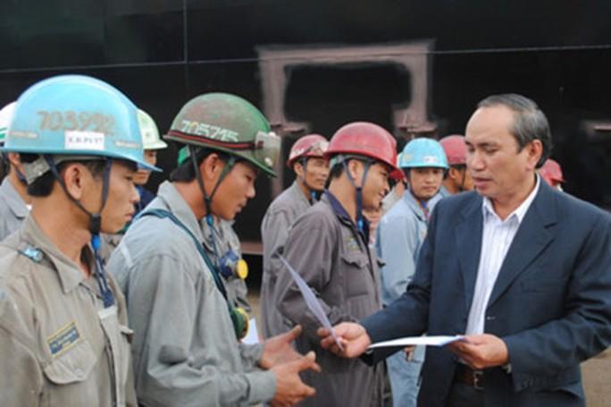 Gần 5 tỉ đồng hỗ trợ người lao động - Ảnh 1.