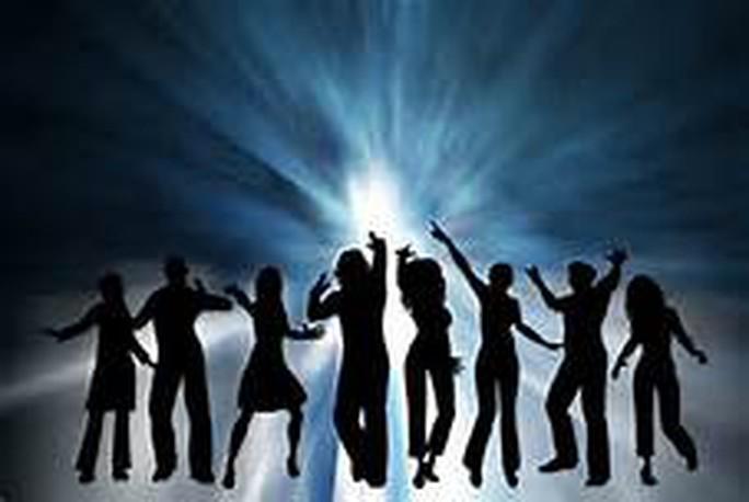 Dạy khiêu vũ giao tiếp miễn phí cho CNVC-LĐ