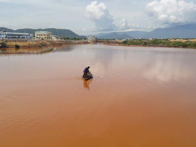 Sông Cu Đê lại tiếp tục đục ngầu nghi do nhà máy xả thải - Ảnh 3.
