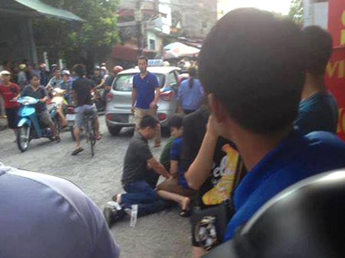 Tử tù Lê Văn Thọ không kịp phản ứng khi cảnh sát đập vỡ kính taxi, khống chế - Ảnh 2.