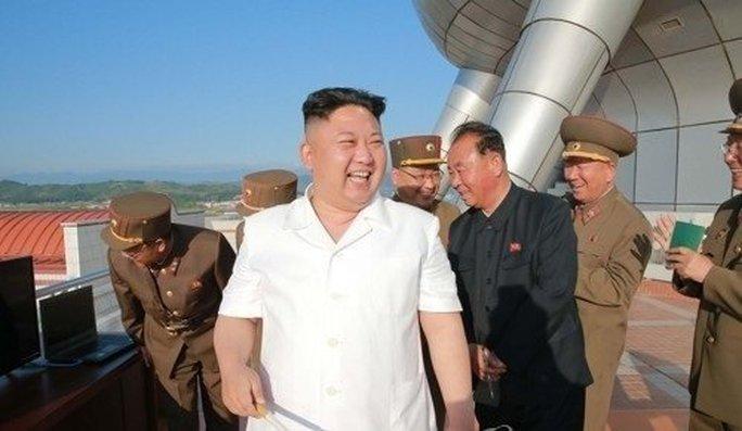 Lo bị ám sát, ông Kim Jong-un không dùng xe riêng - Ảnh 1.