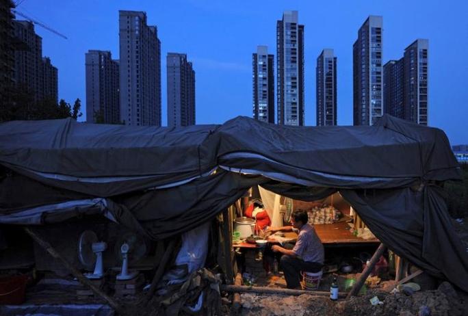 Nguy cơ Trung Quốc xuất khẩu suy thoái khắp thế giới - Ảnh 1.
