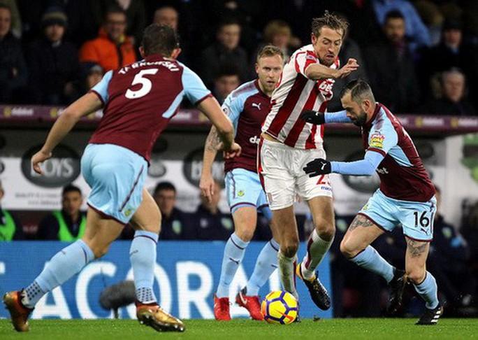Chen chân Top 4, Burnley gây sốc sân cỏ Ngoại hạng Anh - Ảnh 2.