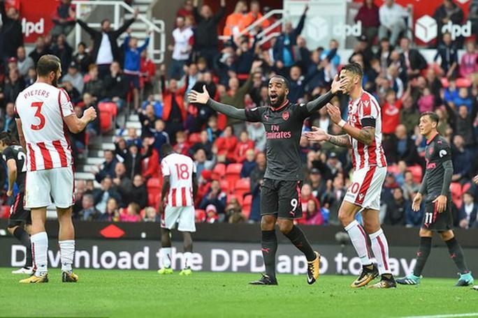 Arsenal thất thủ trước Stoke vì vừa xui vừa lãng phí - Ảnh 5.