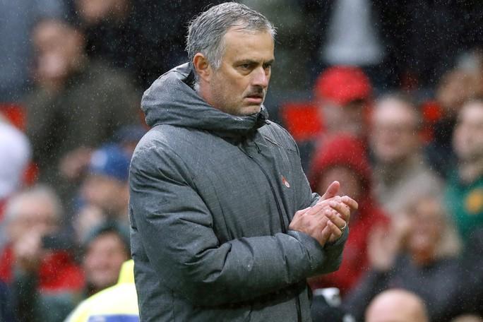 Mourinho phải hầu tòa trước đại chiến Chelsea - Ảnh 1.