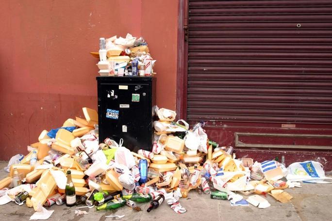 Thế giới đang lãng phí gần 20% thực phẩm do tình trạng ăn nhiều hơn mức cần thiết và đồ ăn thừa bị vứt bỏ hoặc để cho hư hỏng Ảnh: ALAMY