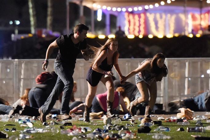 Sao nhạc đồng quê kinh hoàng vì vụ xả súng ở Las Vegas - Ảnh 1.